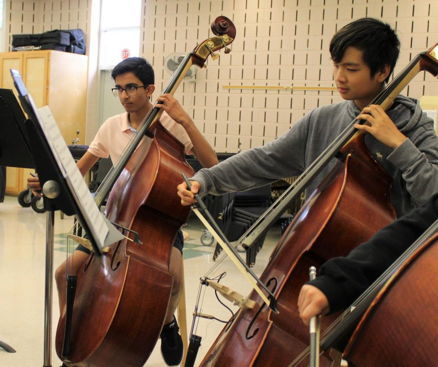 Junior+Varun+Mehrotra+and+Sophomore+Austin+Yang+play+the+cello+during+%22Bach+Air+on+the+G+String.%22