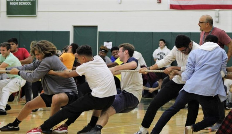The boys from each of the remaining classes struggle to win the final event, a four-way tug of war. The victor of this round, along with the victor of the girls' tug of war, determine the winning class for all of Senior Seminar.