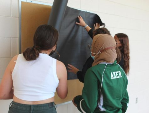 Italian Honors Society has nailed the art of teamwork as some members start prepping their bulletin board while the rest of their team help get supplies.